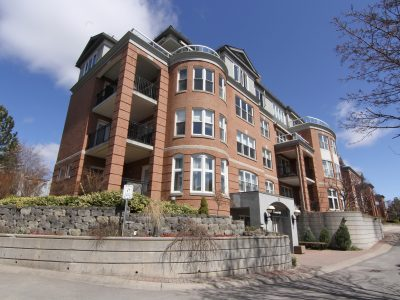 Village Square Condo Ottawa | 310 Crichton St Exterior Image